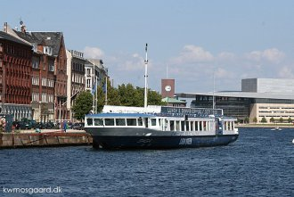 Foto: Havnegade, København, 6. august 2009, Kai W. Mosgaard; Foto: Havnegade, København, 10. august 2007, Kai W. Mosgaard;